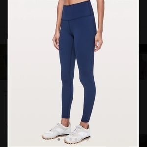 Lululemon navy Wunder Under in nulux